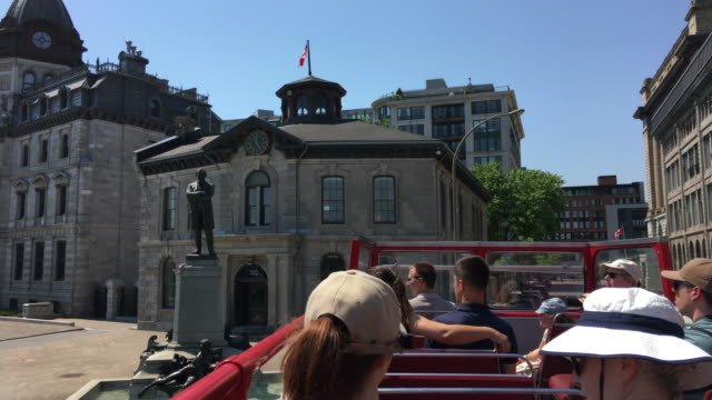 old montreal, canada: french colonial style architecture, point of view from a tourist bus in a daytime tour - モントリオール旧市街点の映像素材/bロール