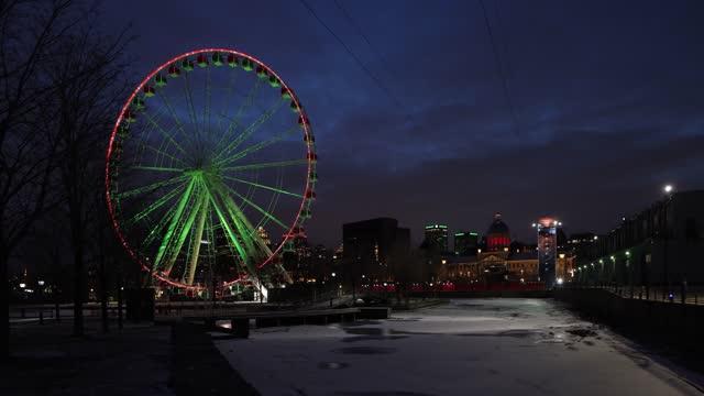 ボンセクール市場とジップラインタワーに面した夜のオールドモントリオール観覧車 - モントリオール旧市街点の映像素材/bロール