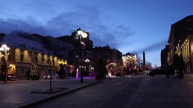 オールドモントリオール12月下旬夕暮れ時のジャック・カルティエ通りの風景 - モントリオール旧市街点の映像素材/bロール