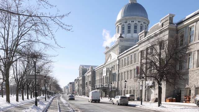 ボンセクールの街の風景に面したコミューンの旧モントリオール通り - モントリオール旧市街点の映像素材/bロール