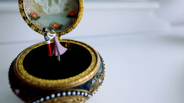 old music box with dancing rotating couple - falling in love stock videos & royalty-free footage