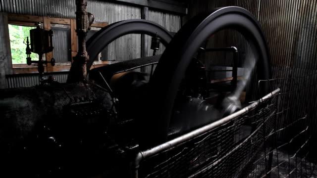 stockvideo's en b-roll-footage met old oil wheel hd - machinekamer