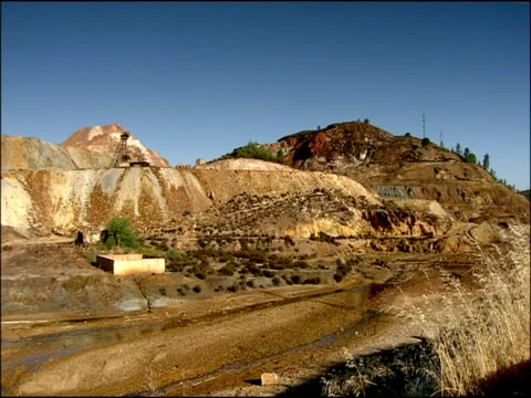 old open cast mine for iron & copper, rio tinto, huelva, andalusia, spain - metal ore stock videos & royalty-free footage