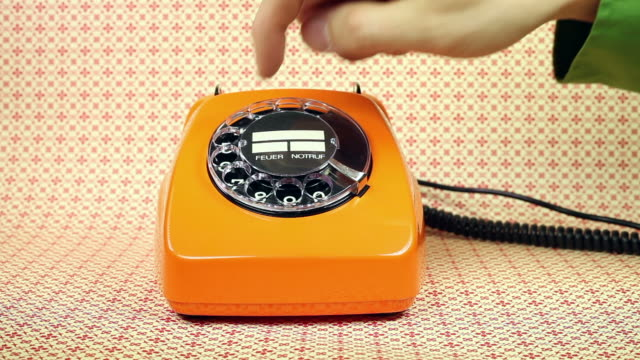stockvideo's en b-roll-footage met old orange telephone - dial phone number - retro style