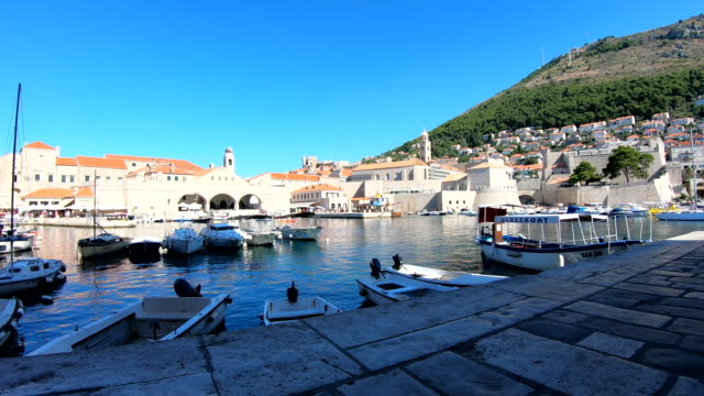 stockvideo's en b-roll-footage met old port-dubrovnik, kroatië - oude stad