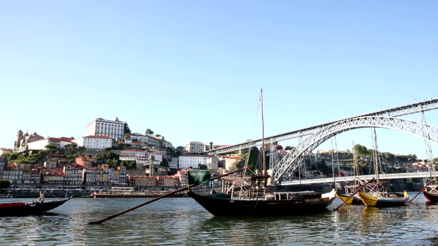 vdo :古い伝統的なボート、ポルト、ポルトガル - ポートワイン点の映像素材/bロール