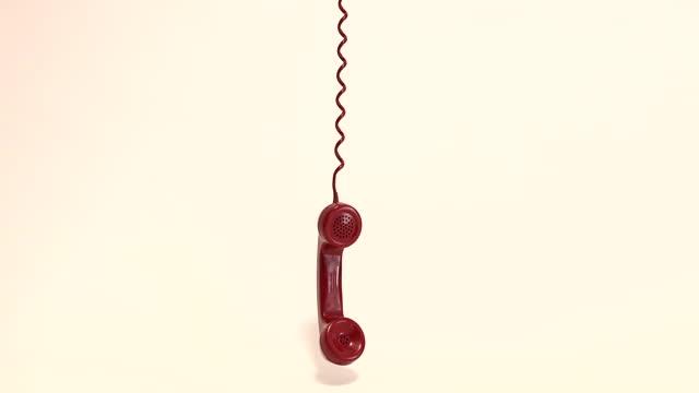 古い赤い電話用携帯電話 - 受話器点の映像素材/bロール