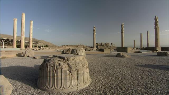 ws pan old ruin of ancient city, persepolis, iran - persepoli video stock e b–roll