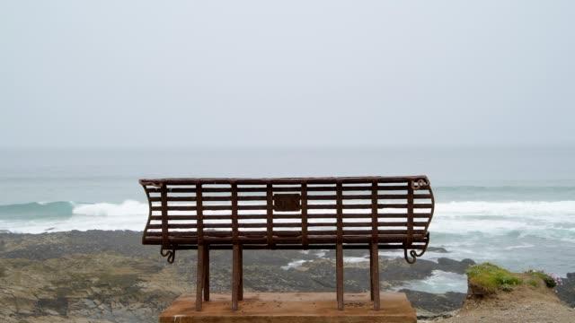 vídeos de stock e filmes b-roll de old rusty iron bench on the coast, cornwall, england, united kingdom, europe - trabalho de metal