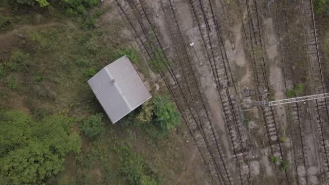 vidéos et rushes de vieux trains rouillés - a l'abandon