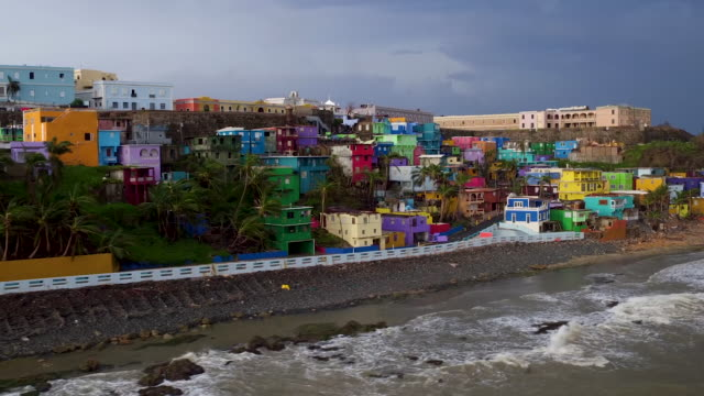 vídeos de stock, filmes e b-roll de old san juan puerto rico devastation drone point of view raw footage - porto riquenho