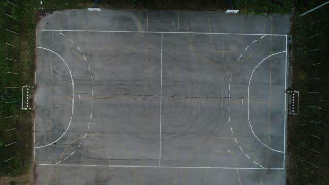 old sport court - calcestruzzo video stock e b–roll