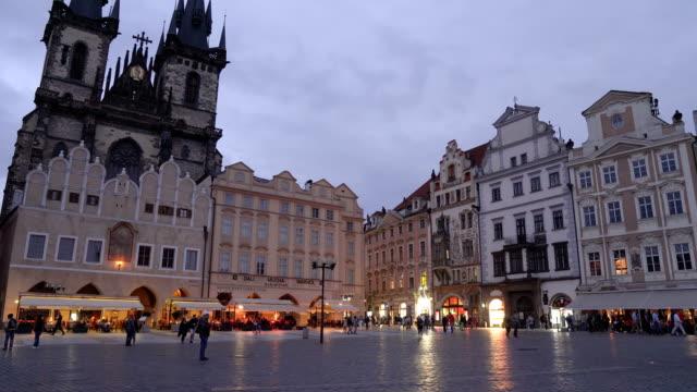 プラハの旧広場、チェコ共和国 - プラハ 旧市街広場点の映像素材/bロール
