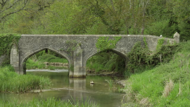 WS Old stone bridge / Castle Combe, Cotswolds, Wiltshire, UK