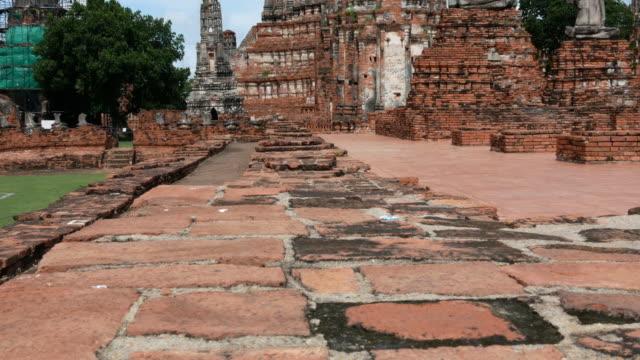 古い寺院、アユタヤ、タイ - ワットチャイワタナラム点の映像素材/bロール
