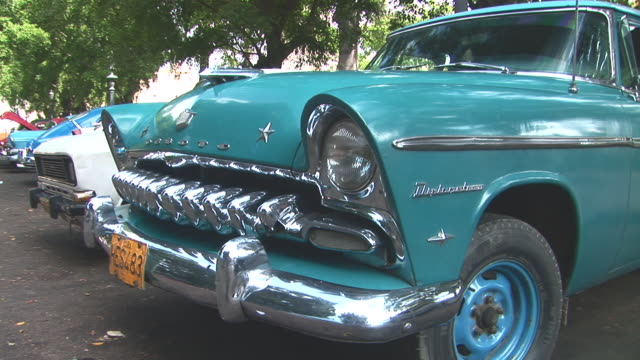 stockvideo's en b-roll-footage met ms old timer parked at havana street / havana city, havana, cuba - bumper