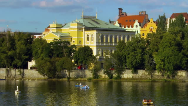 ws zo old town architecture with people boating on river vltava / prague, czech republic - river vltava stock videos & royalty-free footage