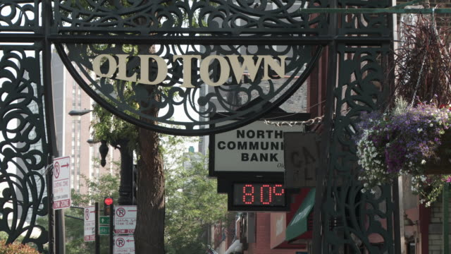 ws old town / chicago, illinois, usa - digital clock stock videos & royalty-free footage