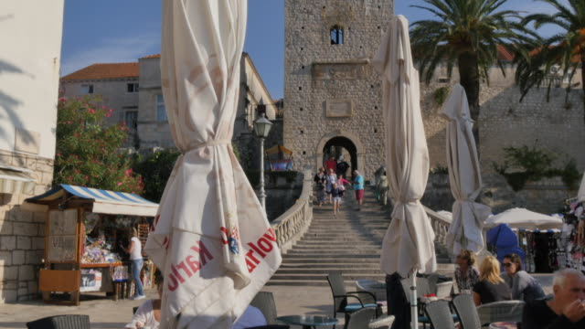 old town gate, korcula old town, korcula, dalmatia, croatia, europe - pavement cafe stock videos & royalty-free footage