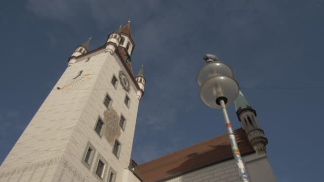 old town hall on sunny day, munich, bavaria, germany, europe - rathaus stock videos & royalty-free footage