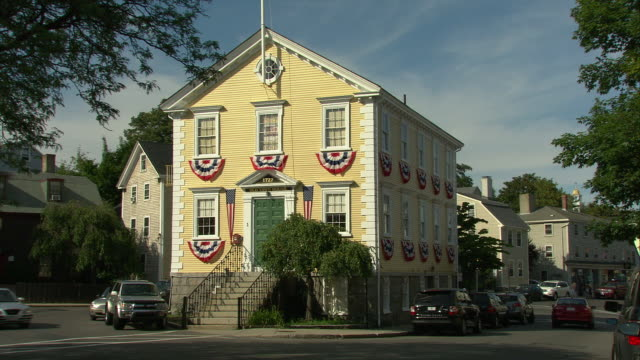 ws old town house, built in 1727 ('marblehead's cradle of liberty'), one of the oldest town halls in america that has been in continuous use / marblehead, massachusetts, usa  - american revolution stock videos & royalty-free footage