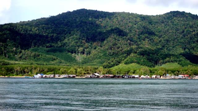 gamla stan, koh lanta, krabi, thailand visa från båt. - andamansjön bildbanksvideor och videomaterial från bakom kulisserna