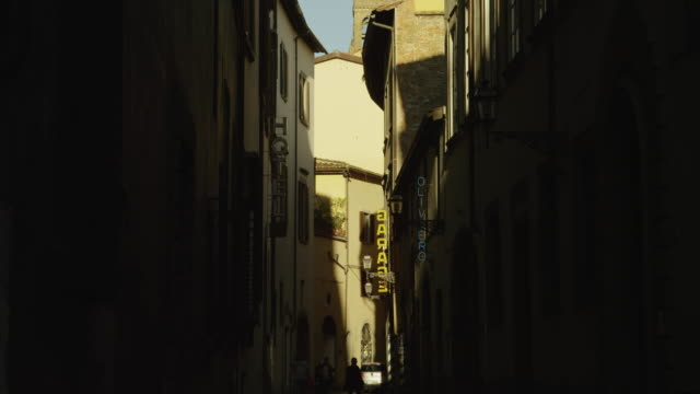 ws tu old town narrow street / florence,tuscany - narrow stock videos and b-roll footage