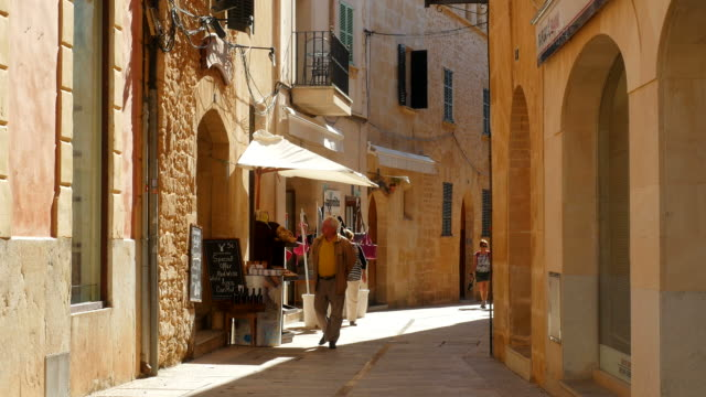 old town of alcudia, majorca, balearic islands, spain - old town stock videos & royalty-free footage