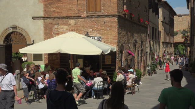 old town of pienza, province of siena, tuscany, italy - ワイドショット点の映像素材/bロール