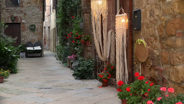 old town of pienza, province of siena, tuscany, italy - 路地点の映像素材/bロール