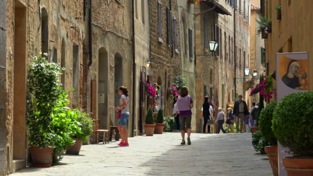 old town of pienza, province of siena, tuscany, italy - tuscany stock videos & royalty-free footage