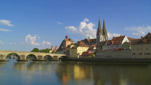 t/l old town of regensburg and danube river - zeitraffer fast motion stock videos & royalty-free footage