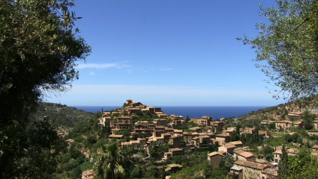 ws, old town, spain, balearic islands, mallorca, deia - マヨルカ点の映像素材/bロール
