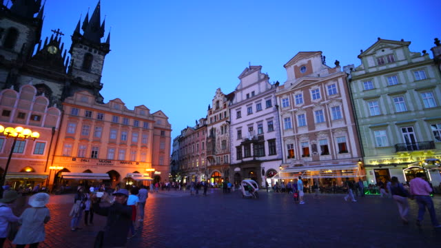 old town square in prague - altstädter ring stock-videos und b-roll-filmmaterial