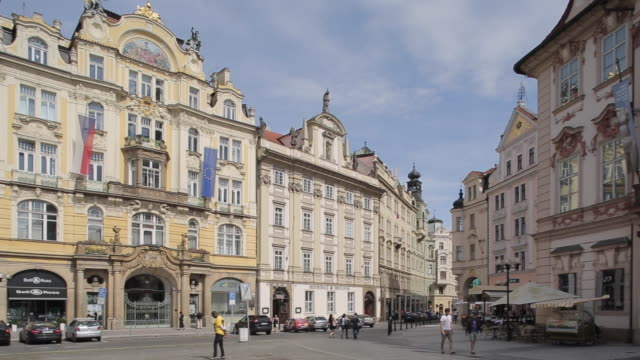 old town square, prague, czech republic, europe - altstädter ring stock-videos und b-roll-filmmaterial