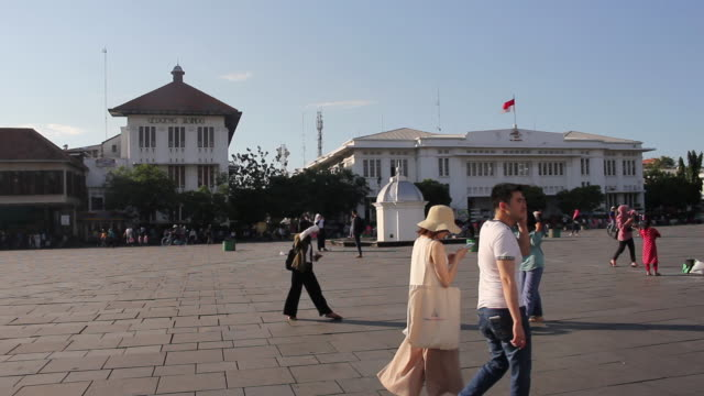vídeos y material grabado en eventos de stock de old town tourist attraction in jakarta - yakarta