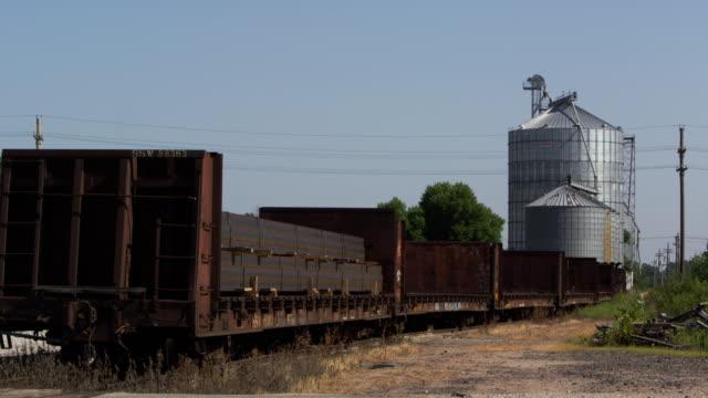 vidéos et rushes de old train and silo - silo