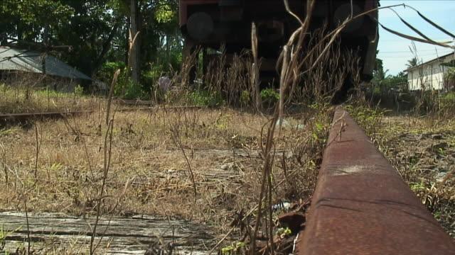 vídeos y material grabado en eventos de stock de ws old train tracks / ambalangoda, sri lanka - terrenos a construir