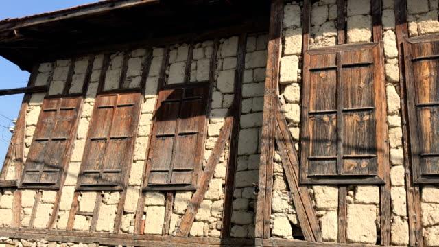 gamla turkiska hus fasad - adobe bildbanksvideor och videomaterial från bakom kulisserna