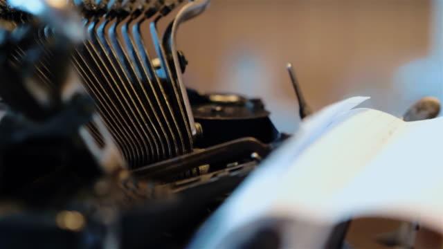 Oude schrijfmachine in 4k