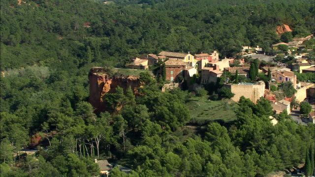 aerial, old village, roussillon, france - luberon video stock e b–roll