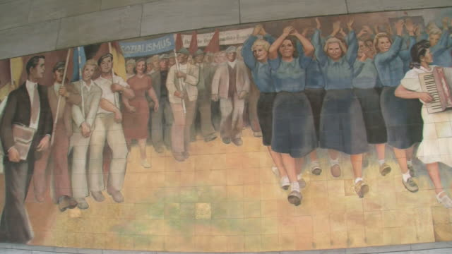 cu pan old wall paintings of german democratic republic at german ministry of finance and leipziger strasse street / berlin, germany - weibliche figur stock-videos und b-roll-filmmaterial