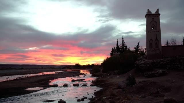 日没時にアイットベンの古い壁 - 荒廃した点の映像素材/bロール