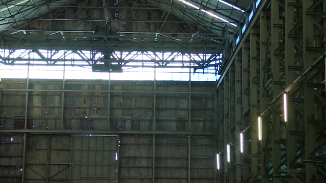 a old warehouse shot - warehouse点の映像素材/bロール