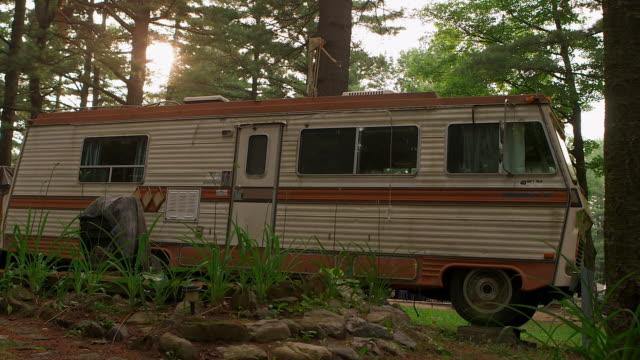 vídeos y material grabado en eventos de stock de old winnebago in trailer park - trailer