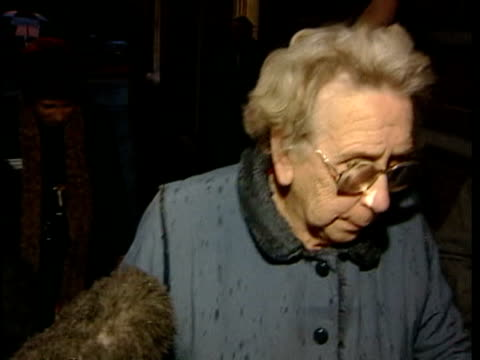 old woman evicted from retirement home itn hampshire isle of wight pensioner mary urry from court after losing battle to prevent her eviction from... - 立ち退き点の映像素材/bロール