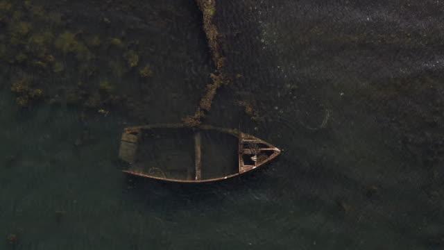 vídeos de stock, filmes e b-roll de velho navio de madeira - envelhecido efeito fotográfico