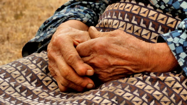 old wrinkled farmers hands - rheumatism stock videos & royalty-free footage