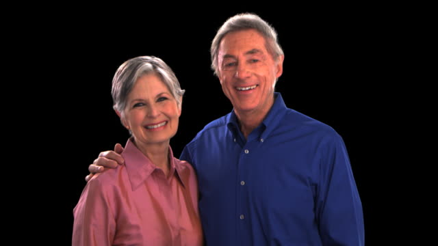 vídeos de stock, filmes e b-roll de older couple smiling - this clip has an embedded alpha-channel - codificável