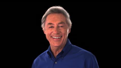 vídeos y material grabado en eventos de stock de older man smiling - this clip has an embedded alpha-channel - keyable